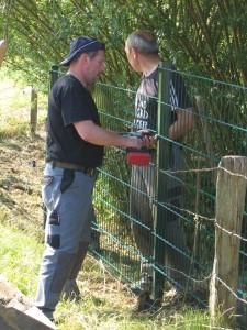 Ingo und Hans-Jürgen beim Zaunbau